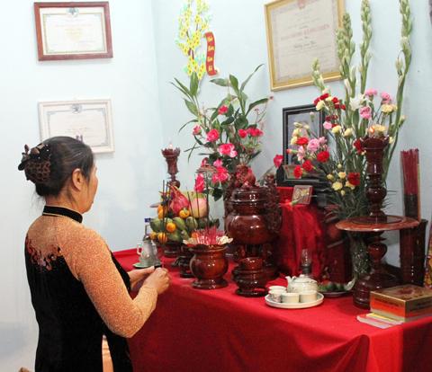 Lưu ý khi chọn hoa nên sử dụng trong việccắm hoa bàn thờ tổ tiên